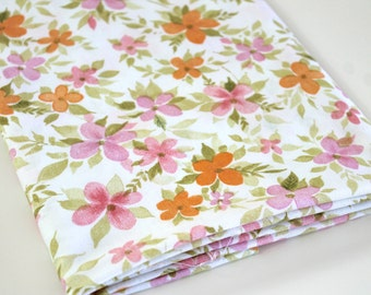 Vintage Sheet Fabric reclaimed bed sheet bed linen fabric Pink and Orange blossom Flowers daisy print retro quilting camper decor fabric