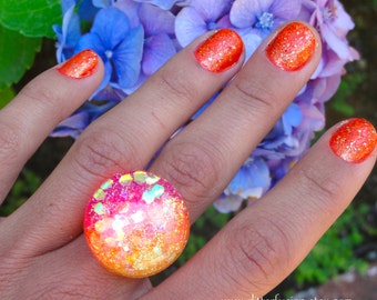Hot Pink and Orange Tropical Sunset Resin Beach Ring, Bright Neon Ombre Resin Bubble Ring, Pink Hippie Tie Dye Iridescent Resin Dome Ring