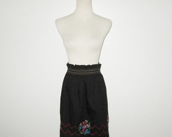 Vintage 1950s Black Apron With Embroidered Flowers