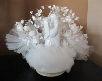 80s vintage Wilton wedding CAKE TOPPER -  porcelain couple, pearls,silk flowers, white