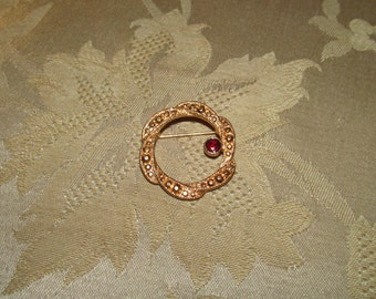 Delicate Circular Gold-tone Metal Scarf Pin With Imitation Garnet