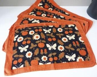 Vintage daisies and butterflies linen place mats