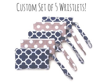 Custom Set of 5 Wristlets - Bridesmaid Clutches - Bridal Party Gift - Bridesmaid Gift Idea - Bridesmaid Wristlet - You Pick the Colors!