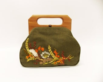 Vintage Crewel Embroidered Mid-Century  Purse--- Green Linen Bermuda Bag--- Linen Bag Embroidered with Handstitched Flowers