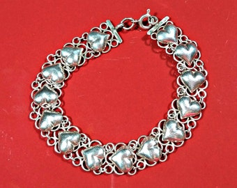 Sterling Lace Silver Heart Bracelet Row of Hearts Bordered by Filigree Details Chain Bracelet Gift for Sweetheart Attractive and Appealing