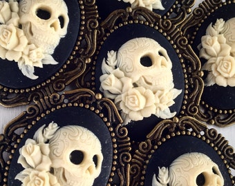 10 Skull and Rose Pin / Wholesale Cameo Boho Lot Weddings Bridesmaids Bridal Party Favors Gifts Brooch Bouquet Boutique Day of the Dead