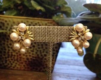 Vintage unmarked pink pearl, rhinestone and gold earrings / pierced wareings