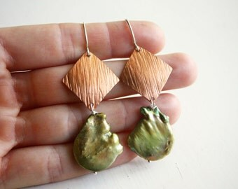 Textured copper earrings with green pearls- Copper and pearl earrings- Copper statement earrings- Green pearls and copper
