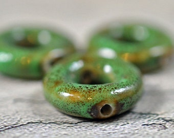 Green ceramic speckled donuts, drilled, 16mm, #268