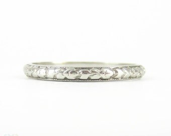 Art Deco Engraved Wedding Ring, Orange Blossom Floral Pattern Narrow Wedding Band with Milgrain Beading. Circa 1920s, Size O / 7.25.