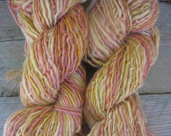 Art Yarn. Handspun Yarn. wool yarn, Thick and thin. Merino Yarn, - Pamplemousse!