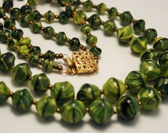 Vintage green glass bead necklace. 2 row necklace.