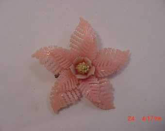 Vintage Plastic Pink Flower Brooch  16 - 105