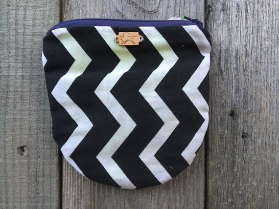 Rounded chevron black and white pouch