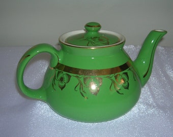 Vintage Hall Emerald Green New York Style 6 Cup Teapot Gold Decoration Circa 1940's