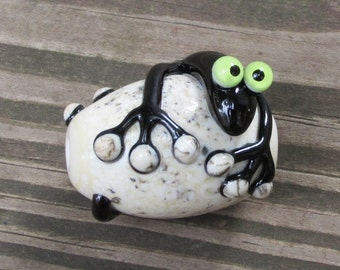 Black on Silvered Ivory Lizard Gecko Chameleon Lampwork Glass Bead Handmade SRA Artisan NLC Beads leteam