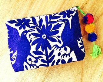 Pochette oversize bleu Royal Michelle Otomi du Mexique broderie