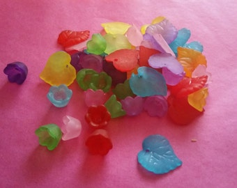 Pack of 50 Multi Coloured Tulip and Leaf Beads, Petal, Bargain Price of 1 pound while stocks last