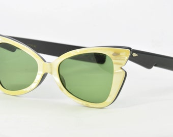 American Optical Vintage Sunglasses, Pale Pearl Yellow over Black, Style CC35-48, Green Calobar Lenses, Ready to Wear, 1950s, 1960s.