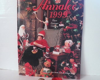 Annalee Mobilitee Figures Catalog Price Guide Christmas Halloween Mice Frogs 1998 Book