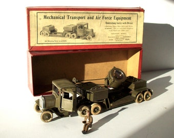 Antique Toy / Britain's Underslung Lorry with Driver and Search Light in Original Illustrated Label Box / No. 1641 / Old Metal Toy Truck