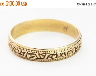 SUMMER SALE Vintage Ladies Wedding Band Ring Patterned Yellow Gold 9kt 9ct 375 | FREE Shipping | Size P.5 / 8