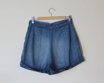 1970s Denim Shorts // Medium