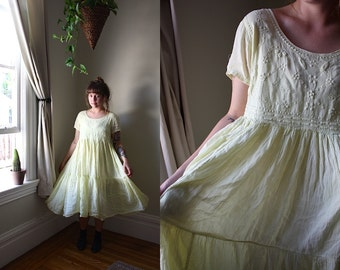 Vtg 90s Dainty Yellow Daisy Dress w Empire Waist / M/L