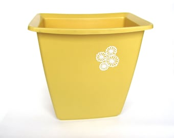 Vintage Rubbermaid Gold Waste Basket Trash Can Retro Kitchen Bathrrom 1970s-1980s