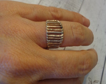 925 Sterling Silver Band Ring w/ Laser Cut Columns, Size 7