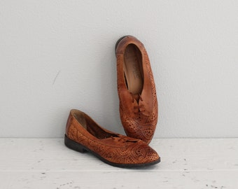 Vintage Womens Oxfords . Cut Out Leather Oxfords . 50s 60s Brown Oxford Shoes