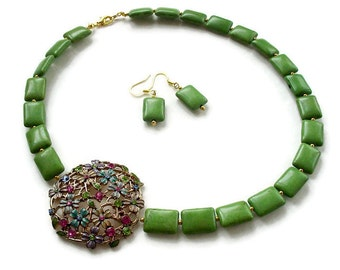 Green Howlite Statement Necklace, Floral Brooch Necklace, Pastel Statement Necklace, Springtime Jewelry, 3 Piece Set