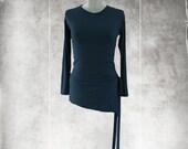 Long top assymetrical/Side tie strands/black crew neck