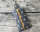 Grey triangle print iTovi zipper pouch