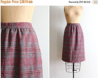 SALE / 1970s wool plaid pencil skirt - wine & gray plaid skirt / vintage 70s Autumn wool skirt / Fall skirt - ladies preppy plaid skirt -