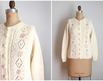 cream wool cardigan sweater - 1960s English hand knitted wool sweater / Smith's Bermuda boutique sweater / embroidered pink rosebud sweater