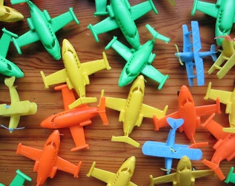 Vtg lot of dimestore plastic Hong Kong toy planes / cupcake cake topper / party supply favors gifts / birthday party