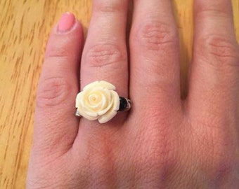 White flower wire ring