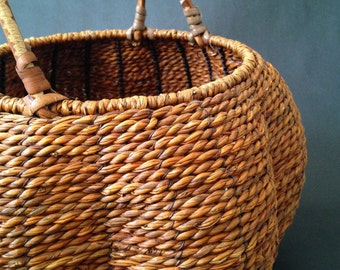 Vintage Tight Woven Melon Shaped Basket / Hand Made / Sturdy / Country / Pumpkin Color