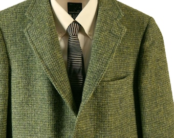 Vintage Harris Tweed Sport Coat. 3/2 Roll.  Richman Brothers Sportsman. Handwoven in Scotland. Green and Yellow Hopsack Tweed. Size 36