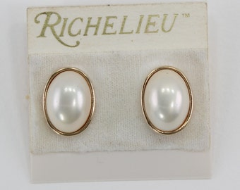Vintage Richelieu Gold Tone Faux Pearl Ivory Off White Oval Cabochon Goldtone Wedding Bridal Traditional Clip On Earrings on Original Card