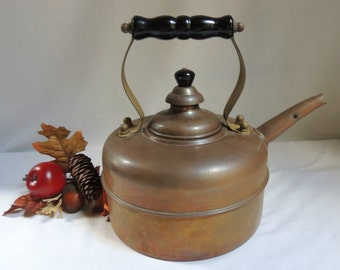 Vintage Copper Kettle with Black Wood Handle / Copper Tea Kettle / Country Kitchen Teapot / Vintage Copper Pot / Vintage Copper Kitchen