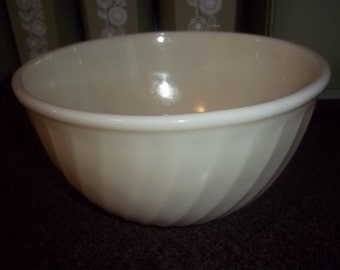 """Fire King Cream Swirl Mixing Bowl 9"""" in good condition"""