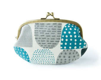 Metal frame large round pouch // Half Moon