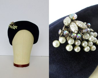 Navy Blue Hat w/ Pearl Pin / 50's / womens accessories cap jewelry