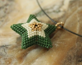 Peyote 3D star in green and gold