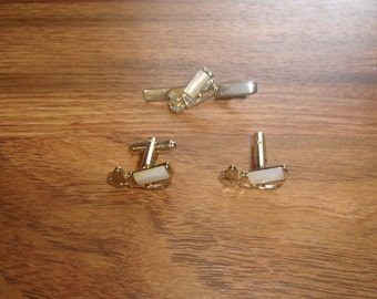 vintage cufflinks cuff links tie tac set goldtone shell golfing golf bag