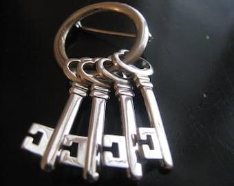 Shiny silver tone Skeleton keys on a ring brooch - keys move