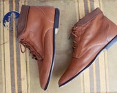 80's Hunt Club Ankle Boots / Caramel Brown Leather Lace Up Booties/ Camel Flat Boots / Fall Booties /  Size 8