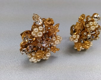 Vintage Signed Robert Earrings Clip on